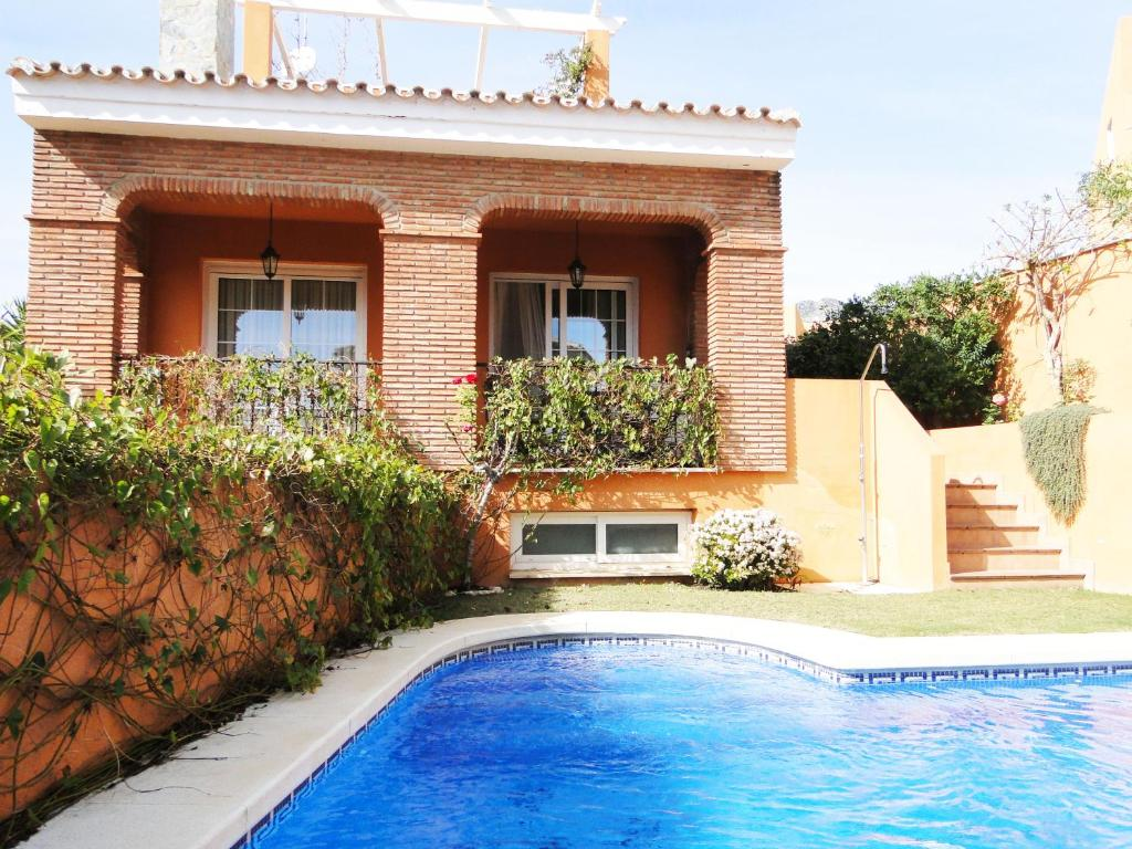 Moderna villa a 900 metros de la playa, Benalmádena, Spain ...