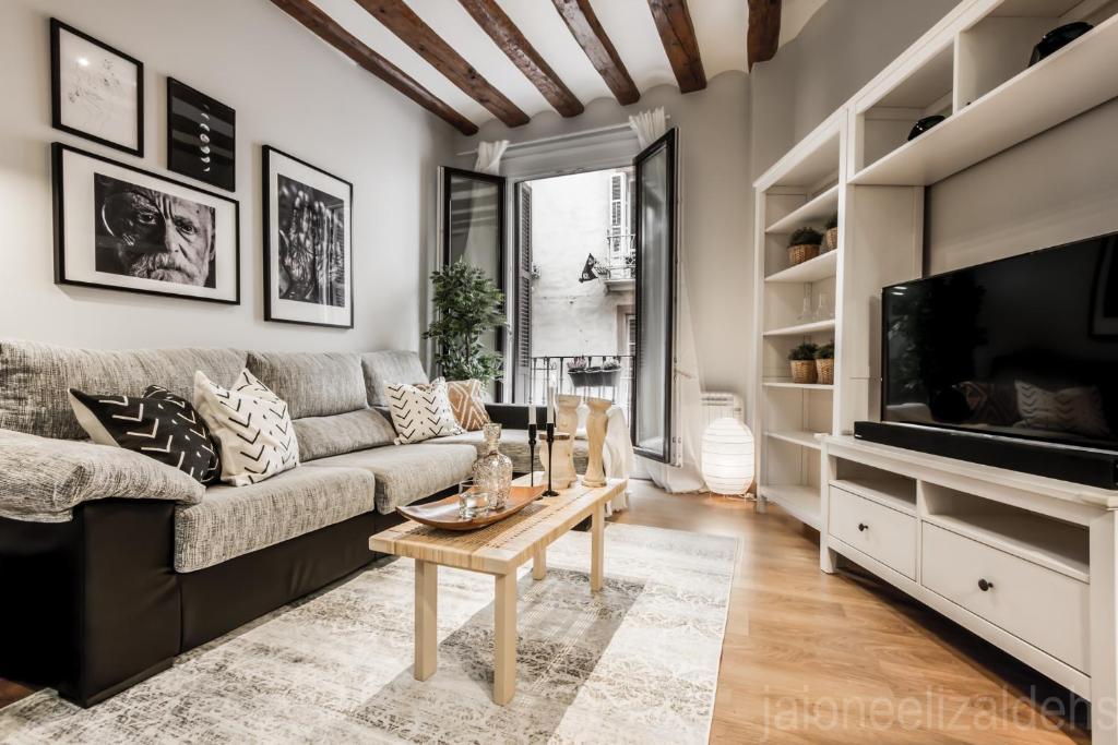 A seating area at Soul Apartmet