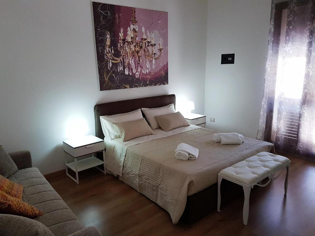 A bed or beds in a room at NoMapartments Il Viaggiatore