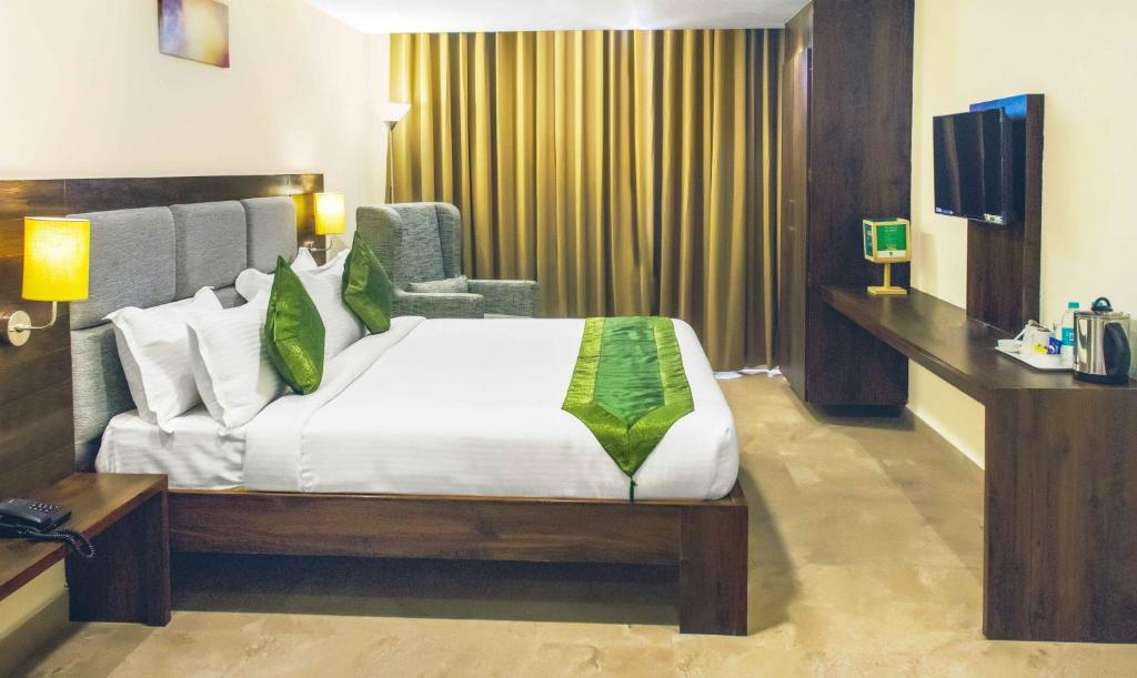 A bed or beds in a room at Treebo Trend PL Grand Vishakapatnam