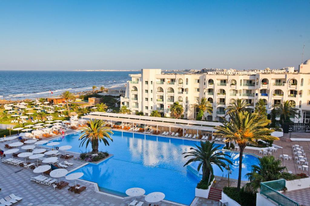 Uitzicht op het zwembad bij El Mouradi Mahdia of in de buurt