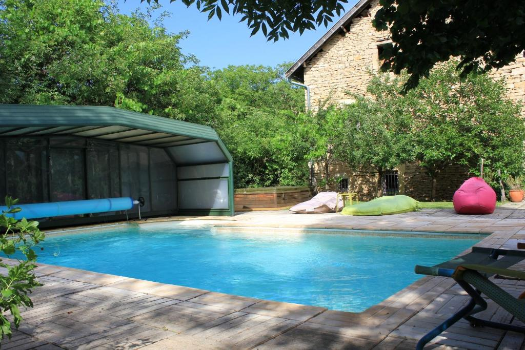 The swimming pool at or near La Bicyclette Fleurie