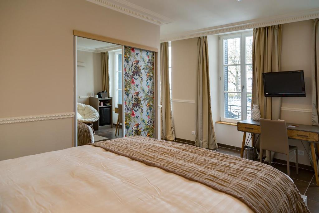 Een bed of bedden in een kamer bij Hotel Jean Moët