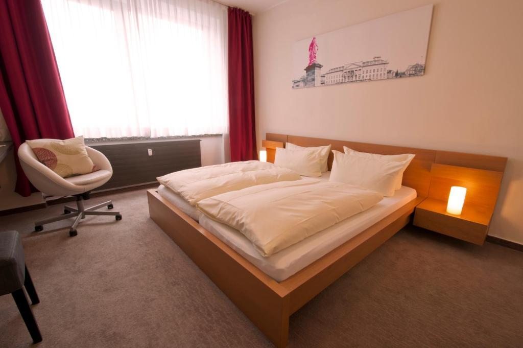 Кровать или кровати в номере Hotel Credé Garni