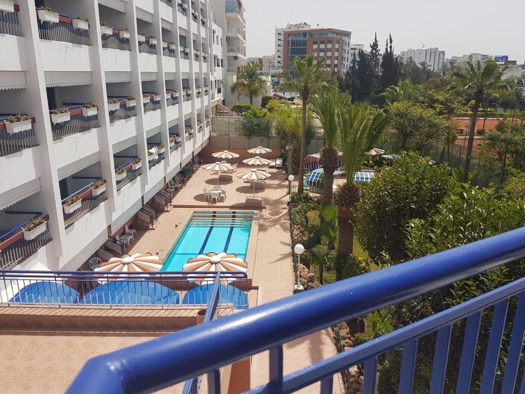 Vaizdas į baseiną apgyvendinimo įstaigoje Residence Yasmina Agadir arba netoliese