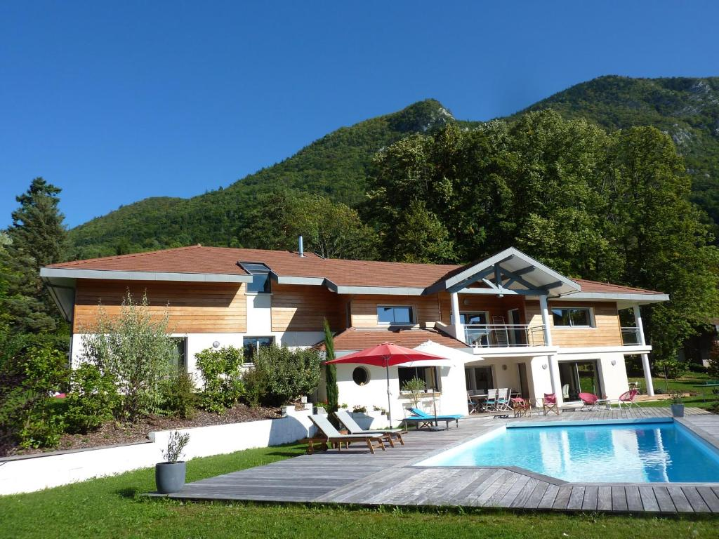 The swimming pool at or close to Maison d'Hôtes L'Instant T