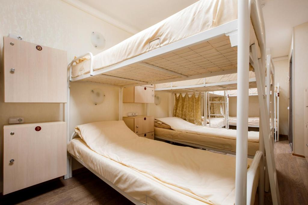 A bed or beds in a room at Hostel Uspenskiy Dvor