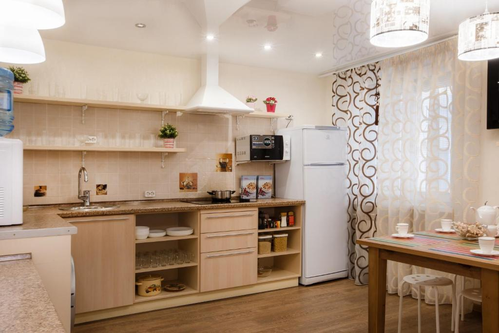 A kitchen or kitchenette at Hostel Uspenskiy Dvor