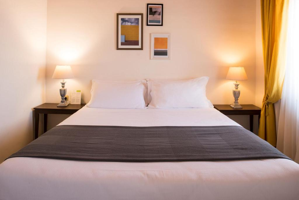 A bed or beds in a room at Hotel Lauri
