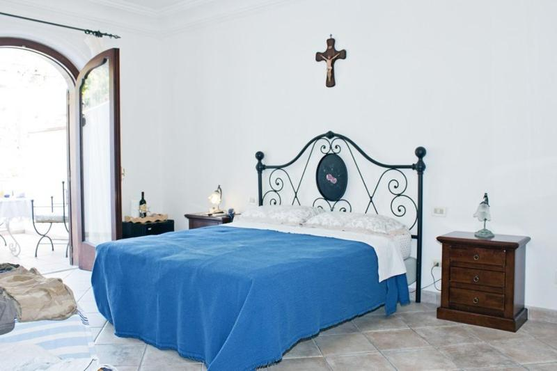 A bed or beds in a room at Positano BB