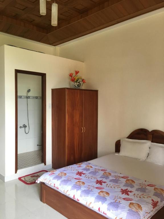 A bed or beds in a room at Hotel Phan Chuong