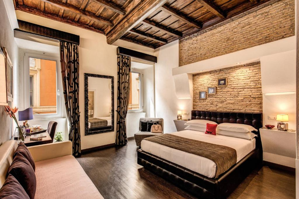 A bed or beds in a room at Piazza di Spagna Comfort Rooms