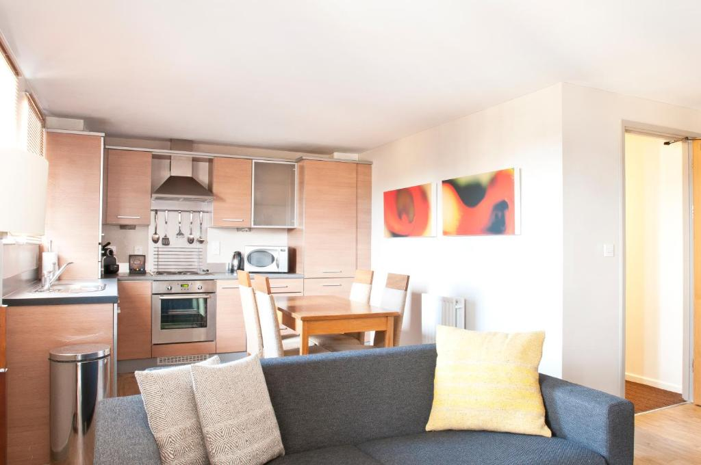 A kitchen or kitchenette at PREMIER SUITES Newcastle