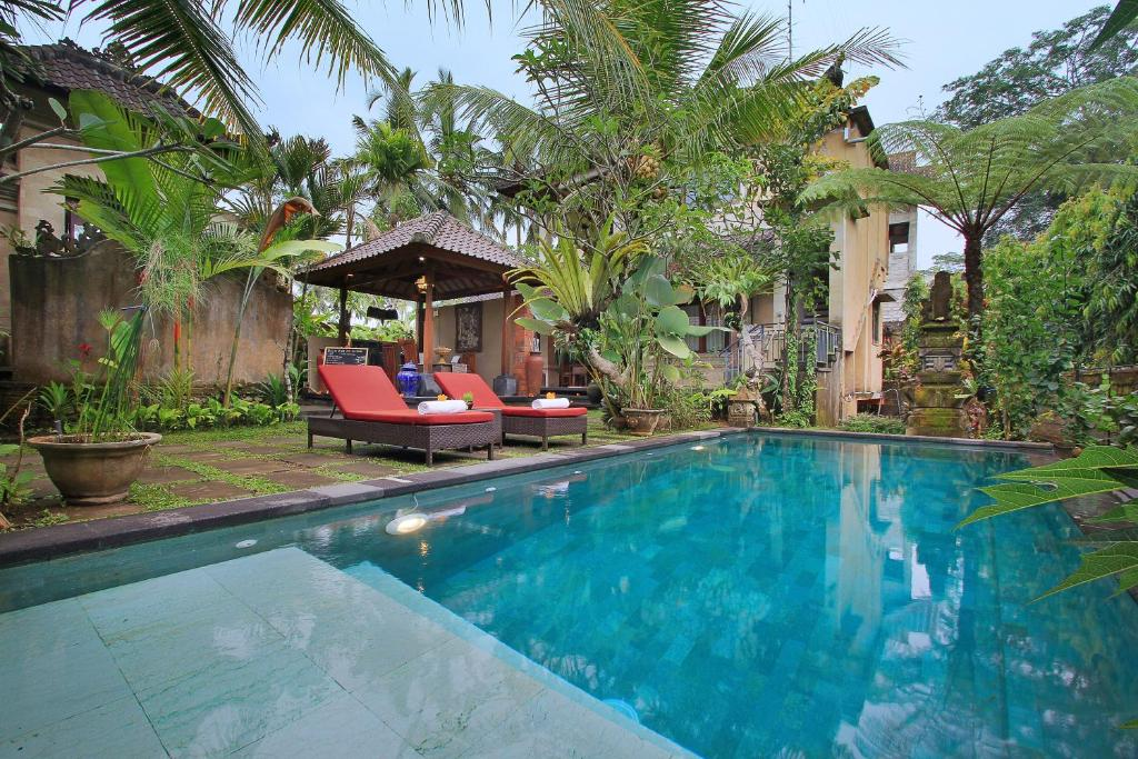 The swimming pool at or near Villa Ibu Rama Ubud