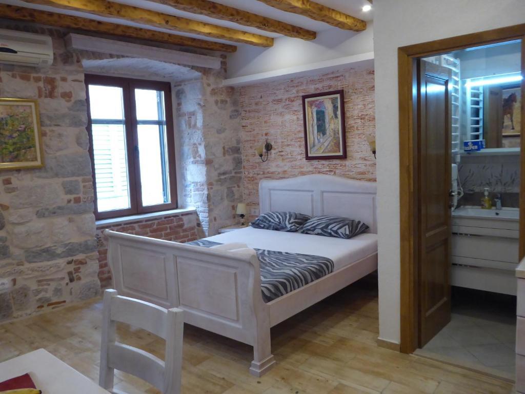 Una cama o camas en una habitación de Apartments Đukić