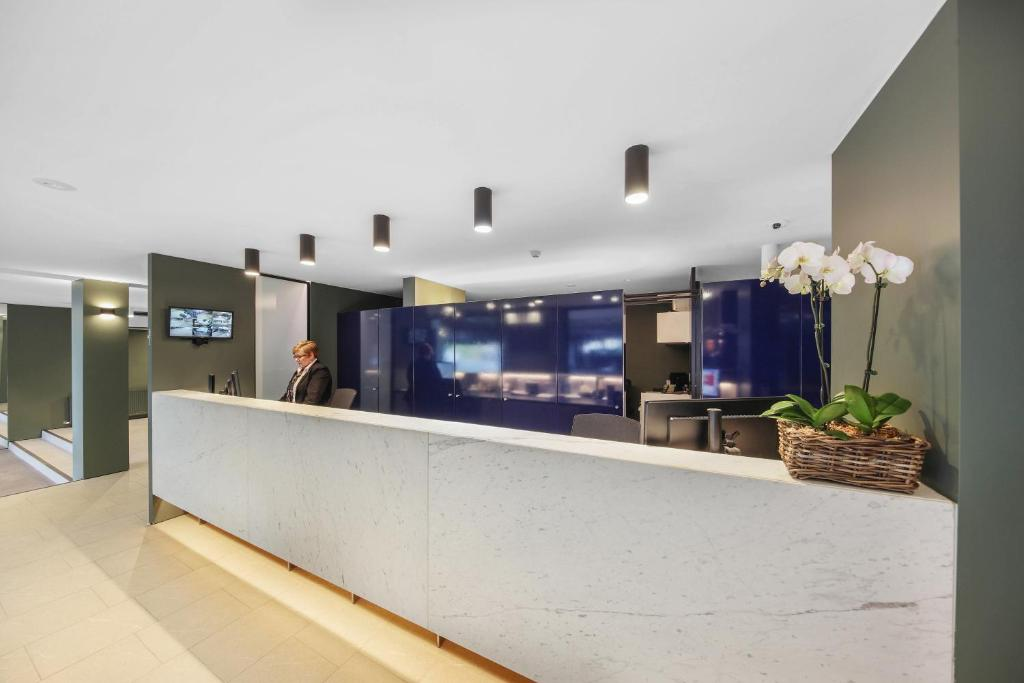 The lobby or reception area at Belconnen Way Hotel & Serviced Apartments