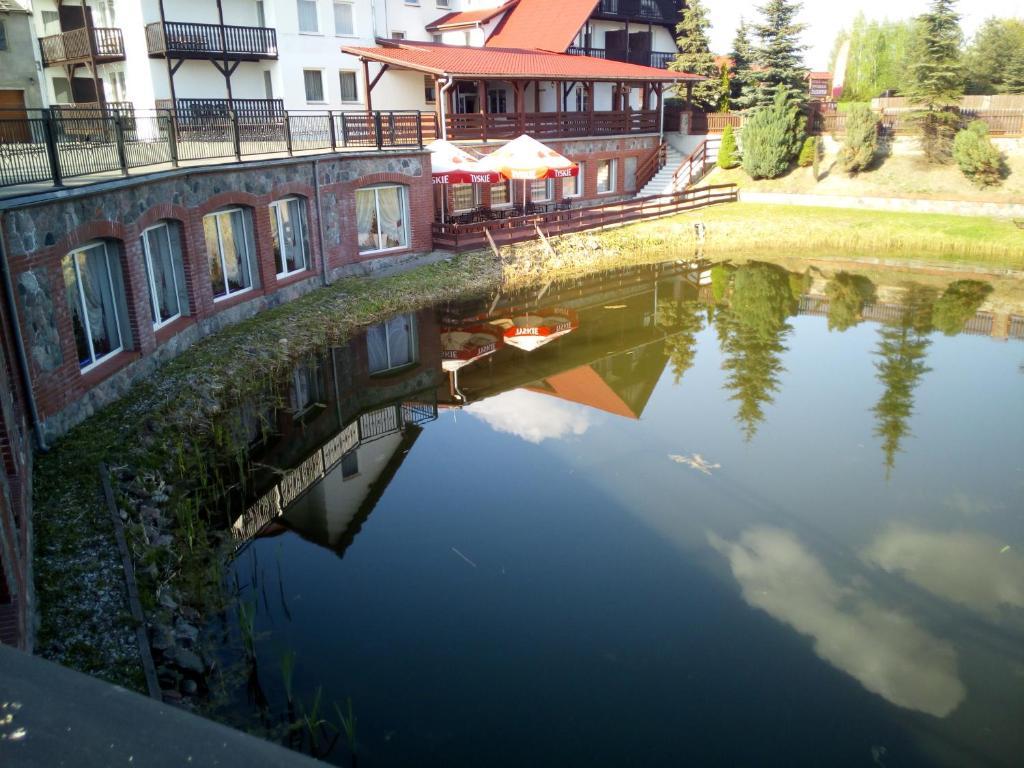 Der Swimmingpool an oder in der Nähe von Hotelik Zełwągi