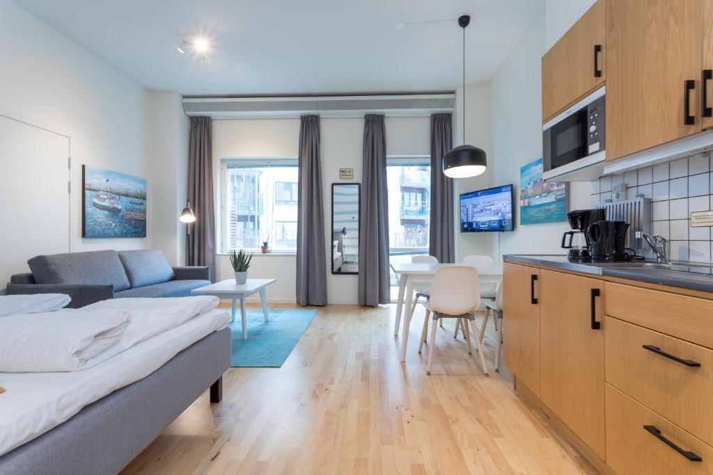 Ett kök eller pentry på ApartDirect Hammarby Sjöstad