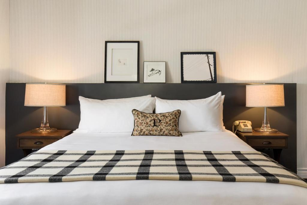 A bed or beds in a room at Palihouse West Hollywood