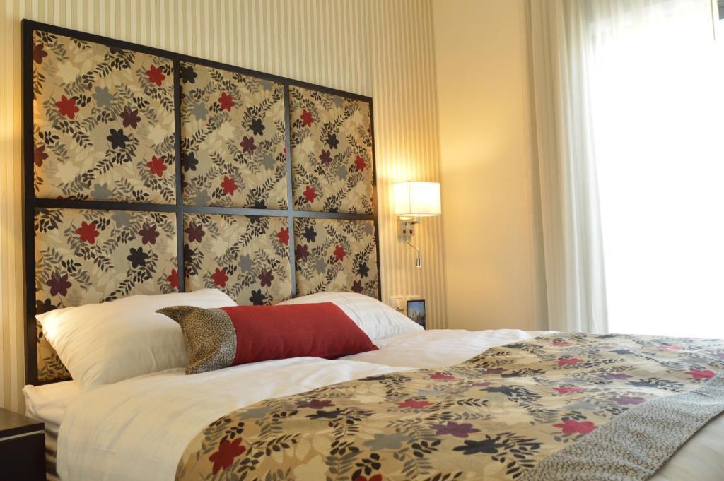 מיטה או מיטות בחדר ב-שמאי סוויטס ירושלים