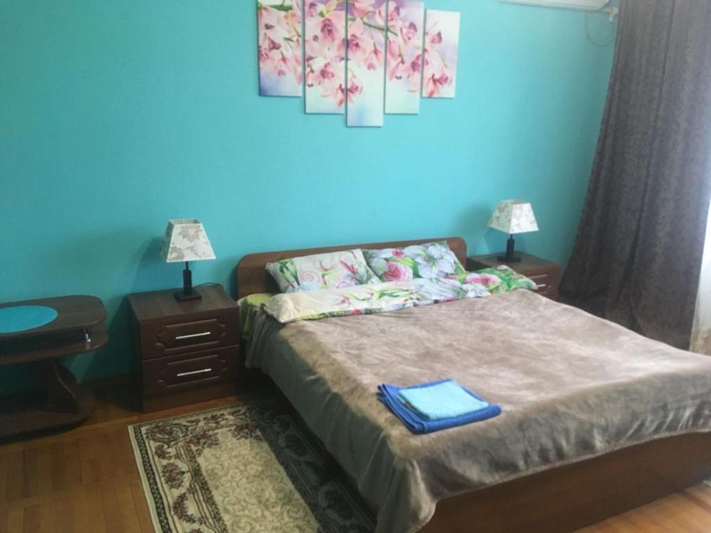 Кровать или кровати в номере Apartment on Kuznechnaya 68