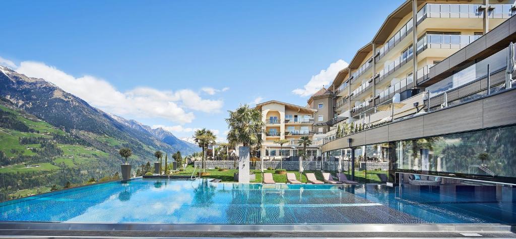Der Swimmingpool an oder in der Nähe von Hotel Sonnenparadies