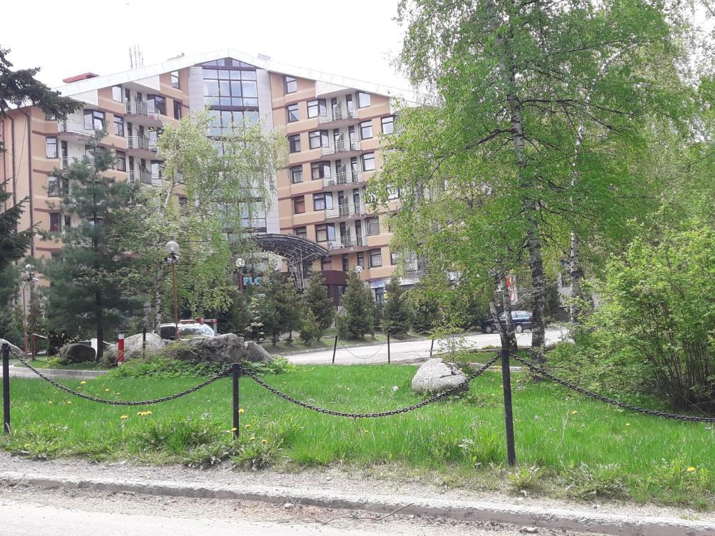 A garden outside SDL Apartments Flora