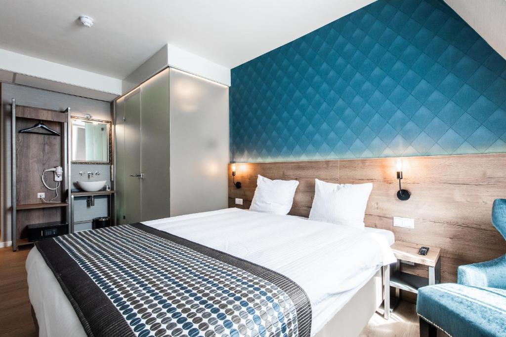 Ein Bett oder Betten in einem Zimmer der Unterkunft Melrose Hotel