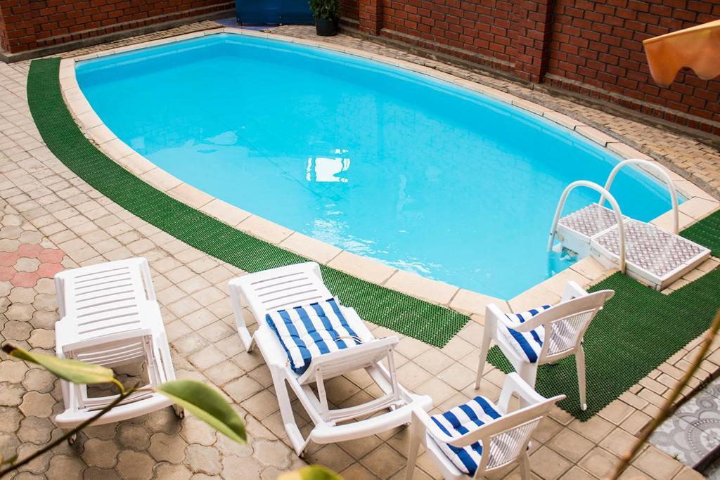 """Het zwembad bij of vlak bij Гостевой дом """"Маячок"""""""