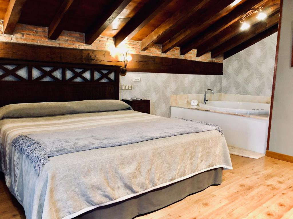 boutique hotels in santillana del mar  40
