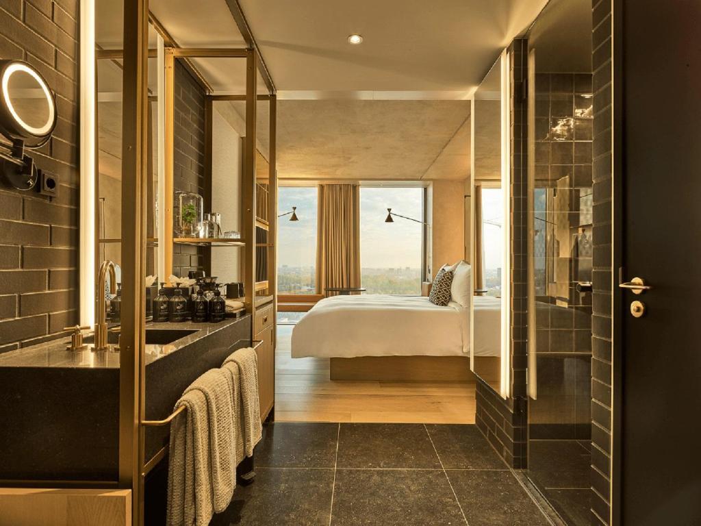 Llit o llits en una habitació de QO Amsterdam
