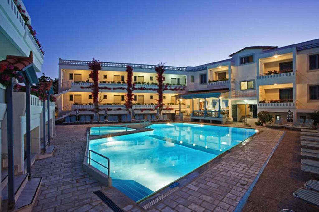 Πισίνα στο ή κοντά στο Ariadne Hotel