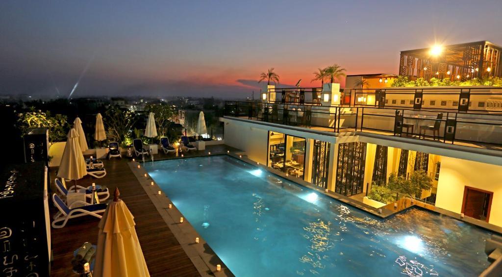 Piscina di HARI Residence & Spa o nelle vicinanze