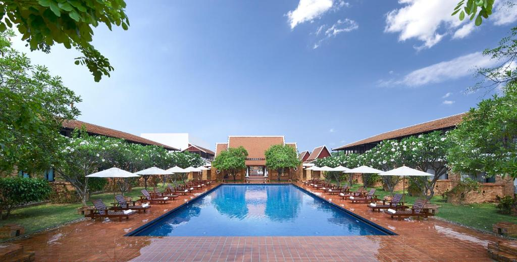 The swimming pool at or near Sukhothai Heritage Resort