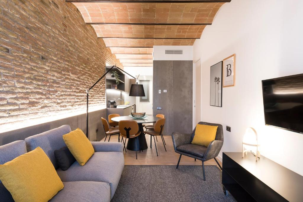 A seating area at Aspasios Sagrada Familia Apartments