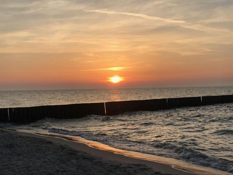 Solopgangen eller solnedgangen set fra resortet