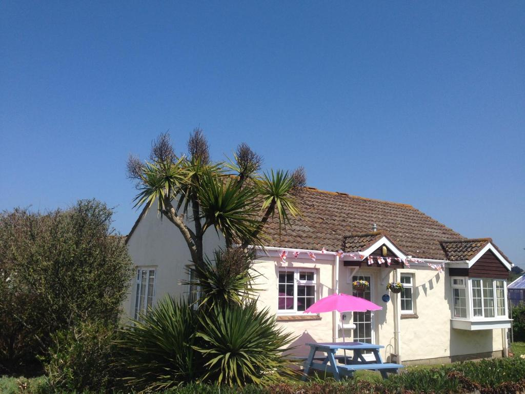 Sarnia Cherie Cottage in Saint Saviour