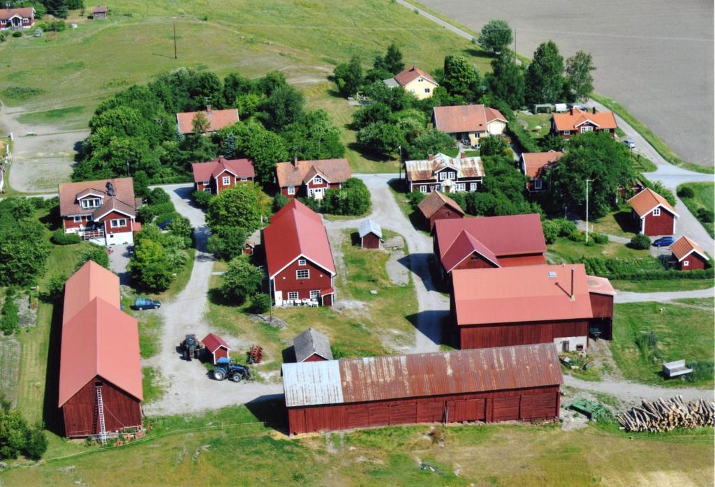 Ett flygfoto av Brunnsta Gård