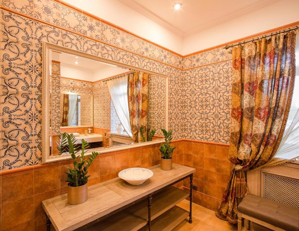 A bathroom at Levada Park-Hotel