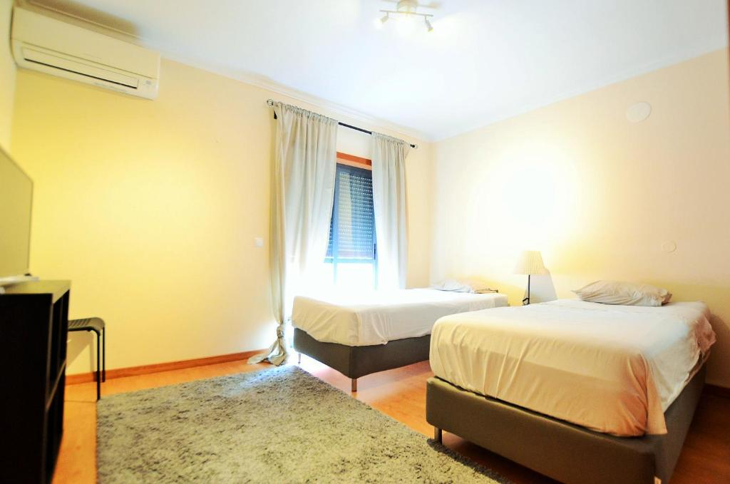 A bed or beds in a room at Hostel DP - Suites & Apartments VFXira