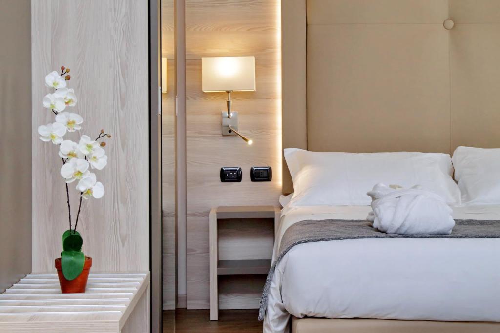 מיטה או מיטות בחדר ב-Duomo Apartments Milano