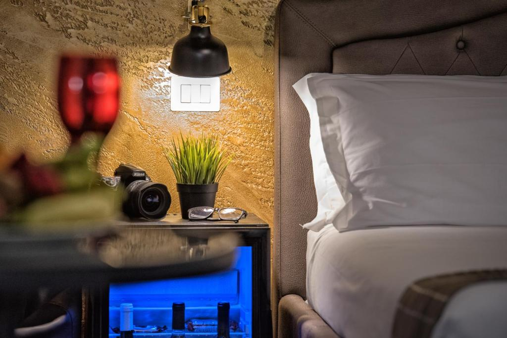 A seating area at Navona Jacuzzi Rooms