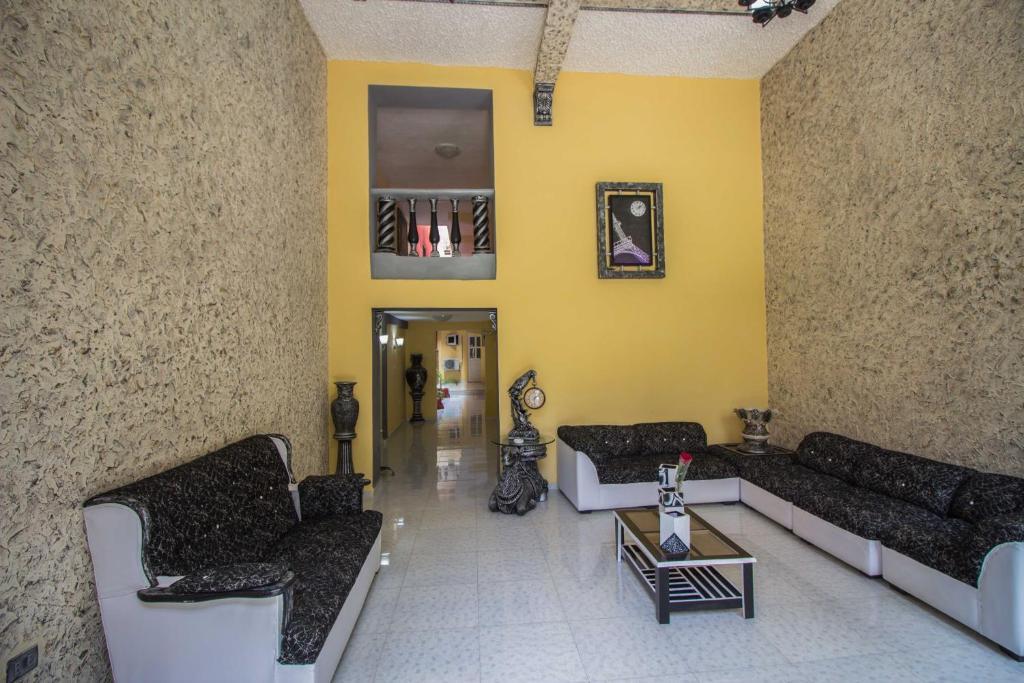 Zona de estar de Colonial Hostel House in the Havana City Heart!!!
