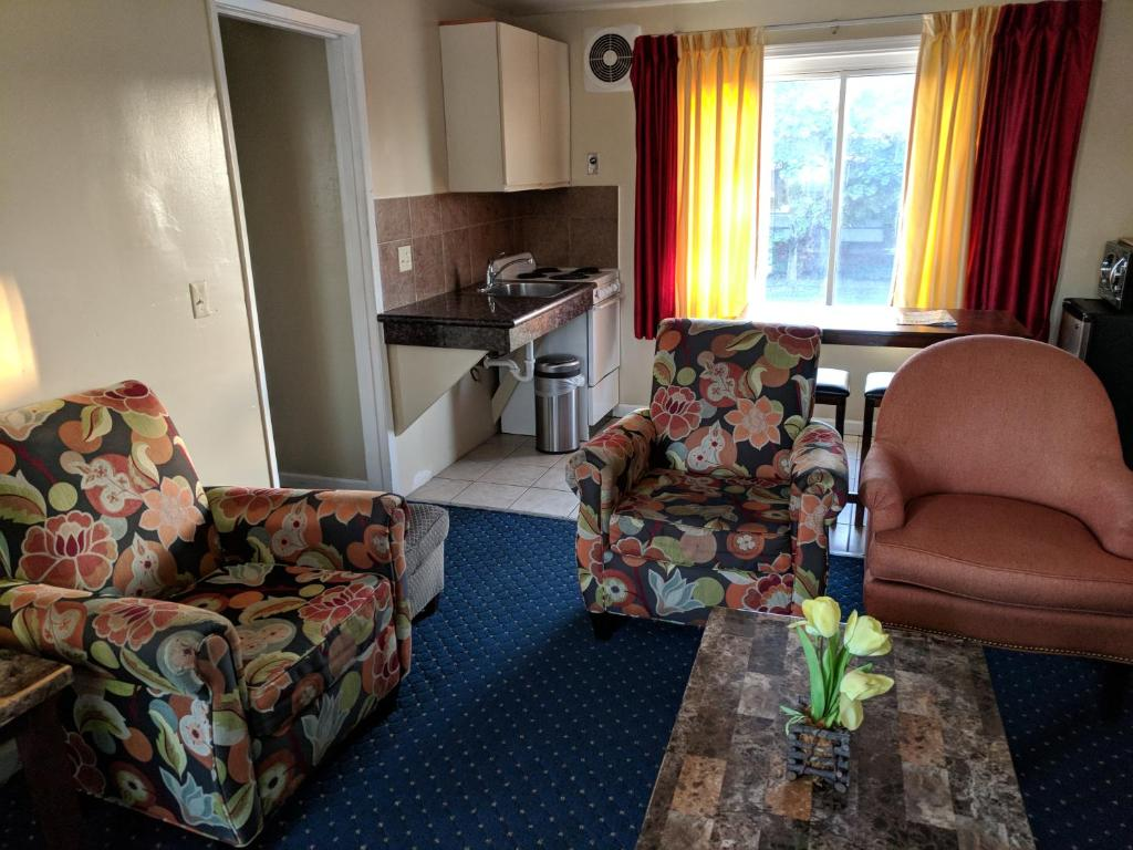 La Hacienda Motel