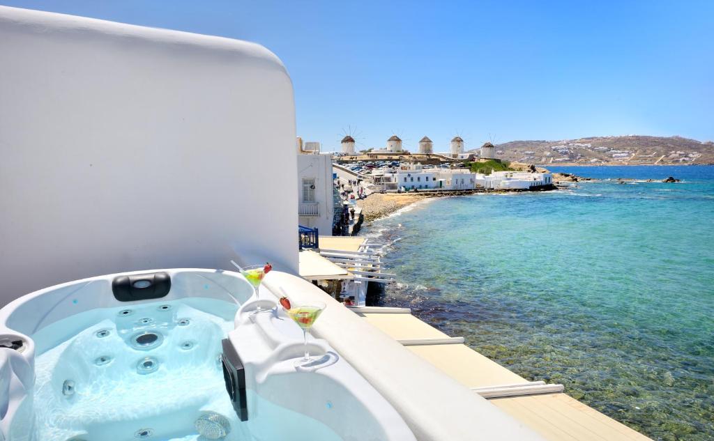 142963855 - Onde se hospedar em Mykonos: Como escolher um hotel bom e barato na ilha mais cara da Grécia - mykonos, ilhas-gregas, grecia