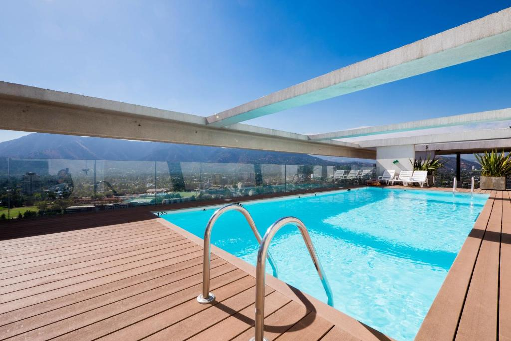A piscina localizada em Arauco Studio Apartment ou nos arredores