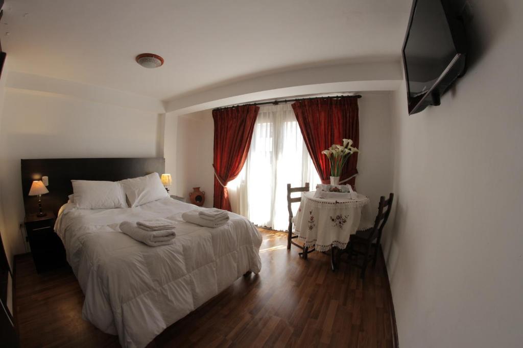 Cama o camas de una habitación en La Estancia Cusco Hotel