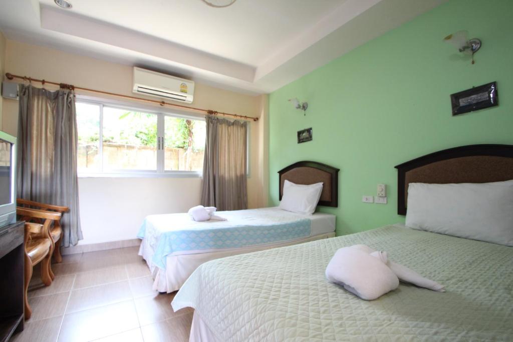 Ein Bett oder Betten in einem Zimmer der Unterkunft Baan To Guesthouse