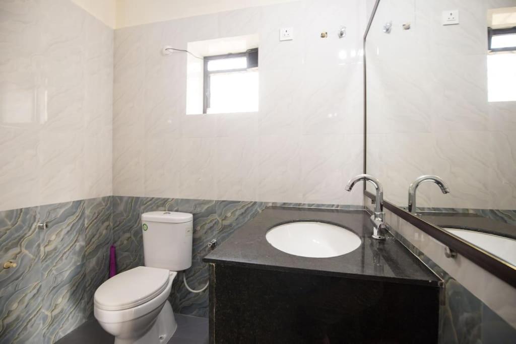 A bathroom at Lake Villa
