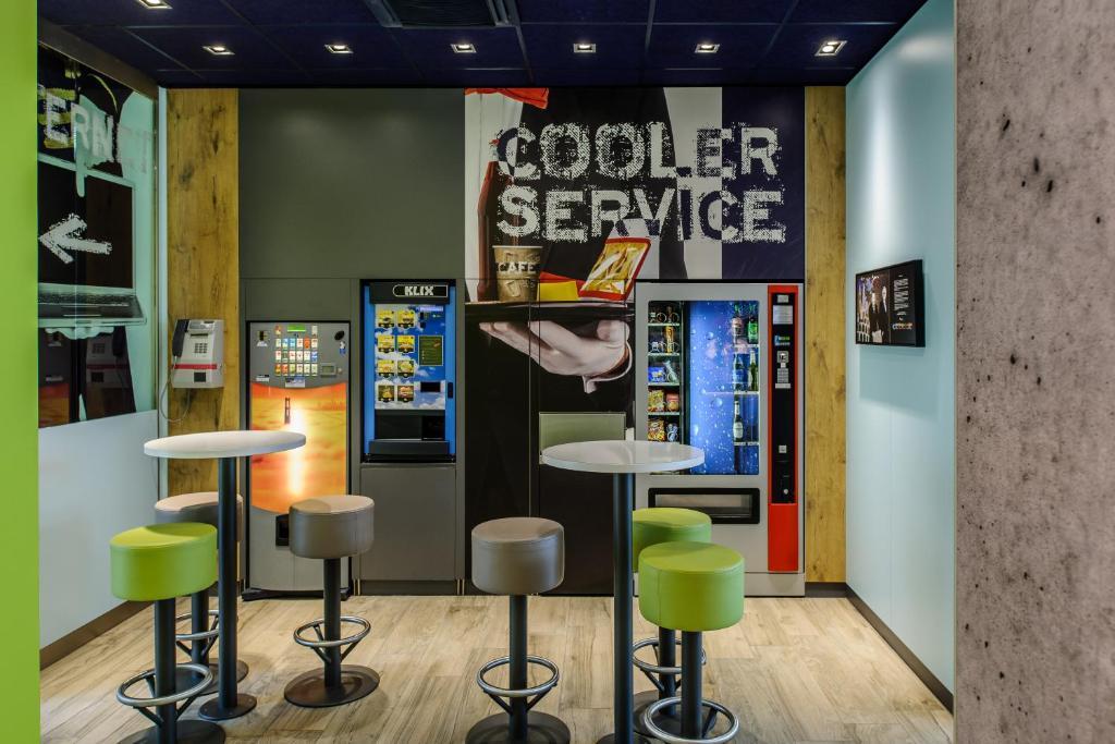 Lounge oder Bar in der Unterkunft ibis budget Flensburg City